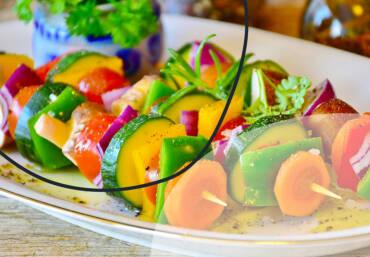 Who is eating veggie food?